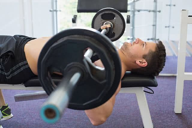 science-musculation-homme-developpe-couche