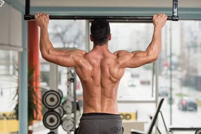 homme-tractions-barre-musculation