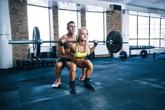 squat-couple-salle-musculation