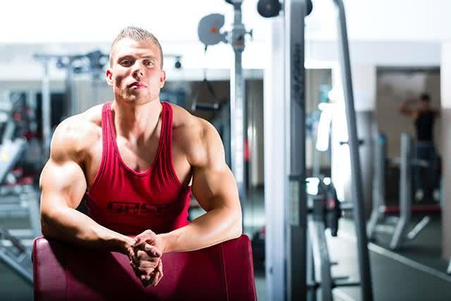 bodybuilder-salle-musculation