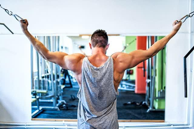 homme-musculation-bras