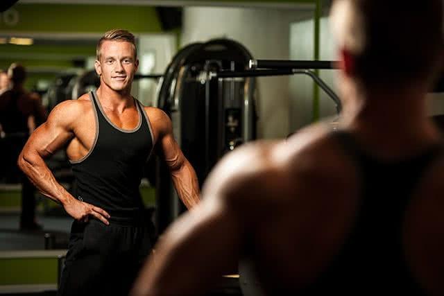 bodybuilder-homme-mirroir