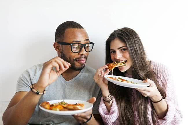 Les nouvelles règles de l'alimentation entre hommes et femmes