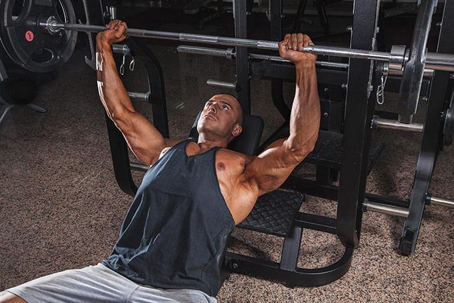 Les lésions musculaires pour stimuler le développement des muscles